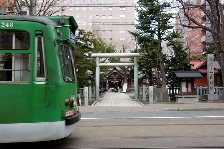 札幌三吉神社と路面電車