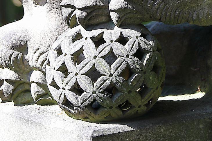菜洗神社 狛犬様の鞠