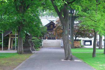 厚別神社 参道と本殿