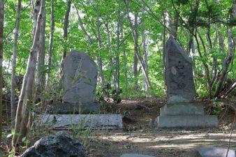 開拓神社(紅桜公園) 山の神碑