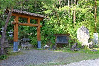 開拓神社(紅桜公園) 鳥居と入口