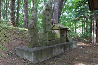 藤の沢神社 本殿裏の石碑