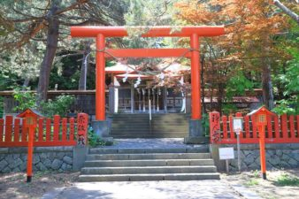 札幌伏見稲荷神社 本殿前の鳥居