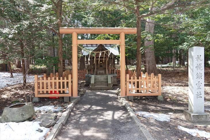 札幌鉱霊神社 鳥居と全景