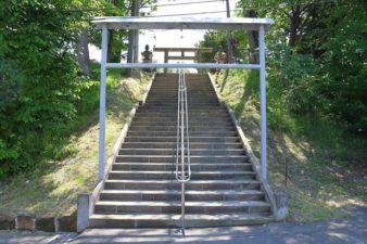 石山神社 入口の階段