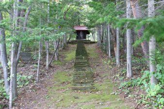 石山開拓神社 参道