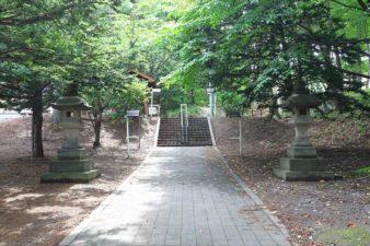 上野幌神社 参道