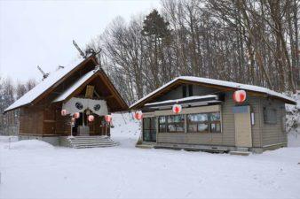 上野幌神社 本殿と社務所 冬