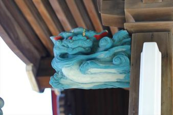 菊水神社 木に彫られた狛犬様