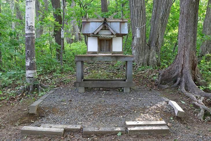 駒岡神社 社(やしろ)