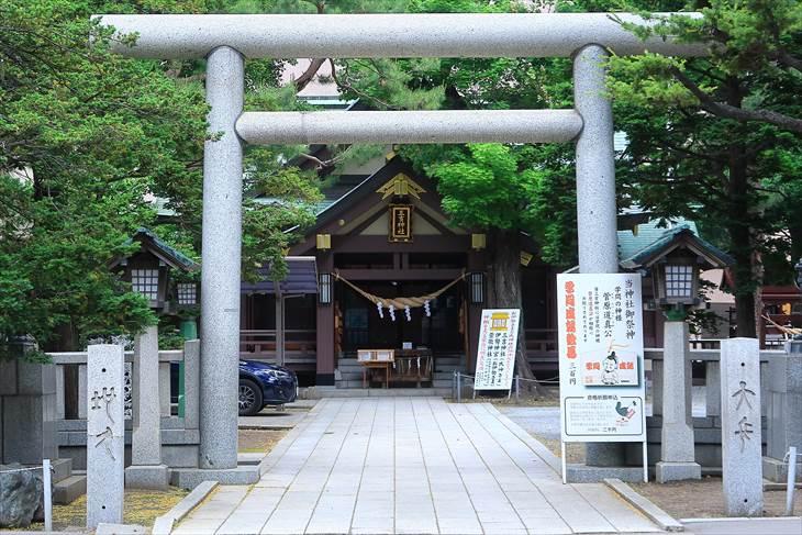 札幌三吉神社 鳥居 秋