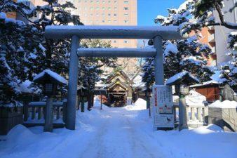 札幌三吉神社 鳥居 冬