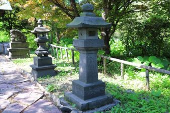 菜洗神社 石灯籠