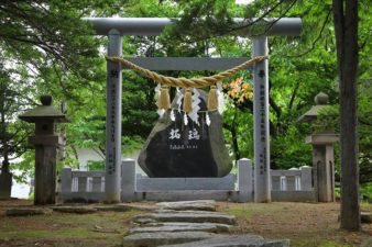 西岡八幡宮 拓魂碑