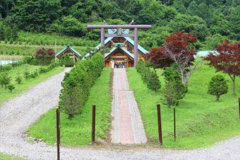札幌御嶽神社 参道と鳥居