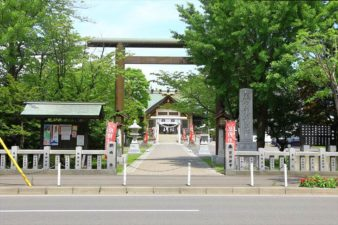 烈々布神社 入口と鳥居