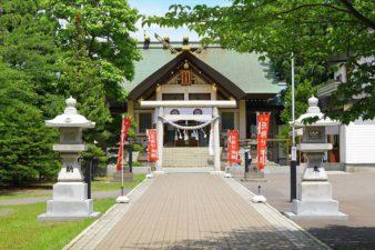 烈々布神社 参道