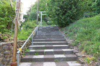 界川神社 入口の階段