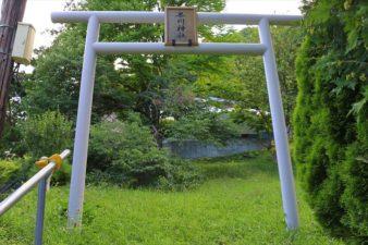 界川神社 鳥居と社号額