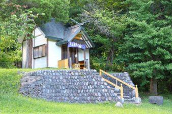 界川神社本殿 遠景