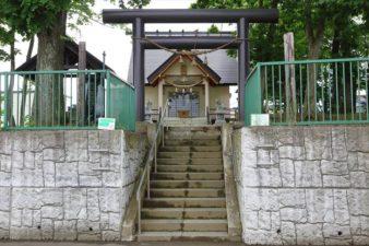 三里塚神社 入口と鳥居