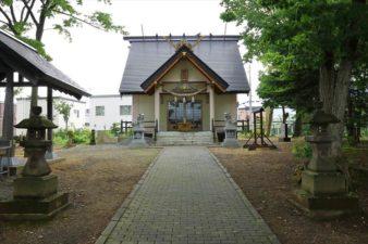 三里塚神社 参道と本殿