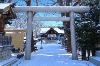 札幌諏訪神社 鳥居 冬