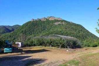 豊滝神社から見た八剣山