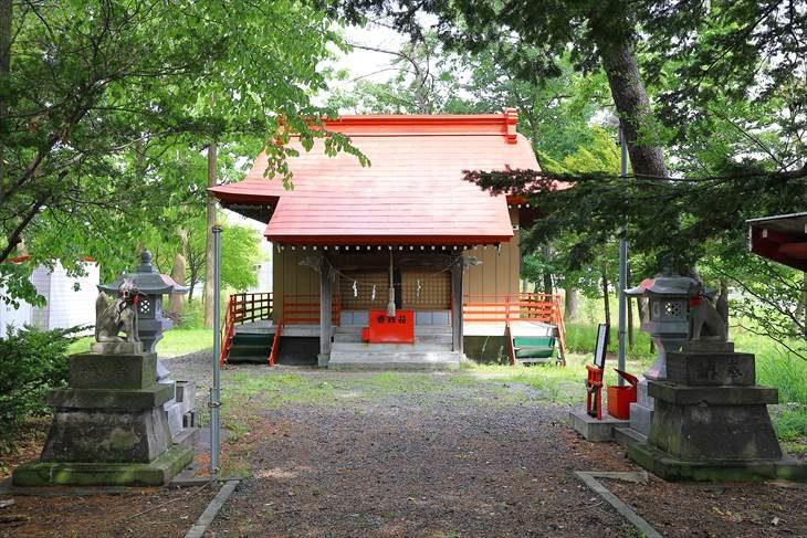 山本稲荷神社 参道と本殿