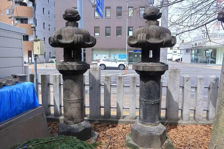 北海道神宮頓宮の石灯籠