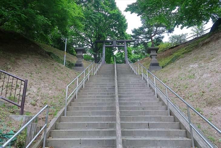 厚別神社 階段の参道