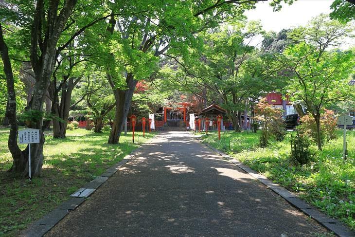 札幌伏見稲荷神社の境内