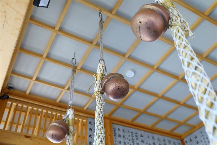 石山神社の鈴