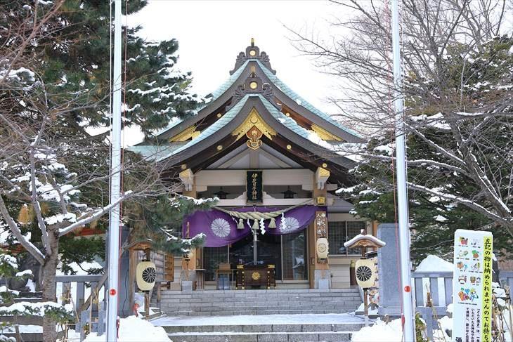 弥彦神社 社殿