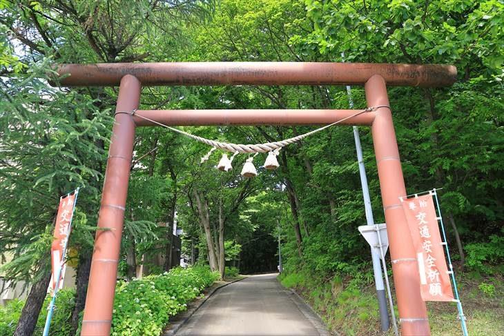 上手稲神社 裏参道の鳥居