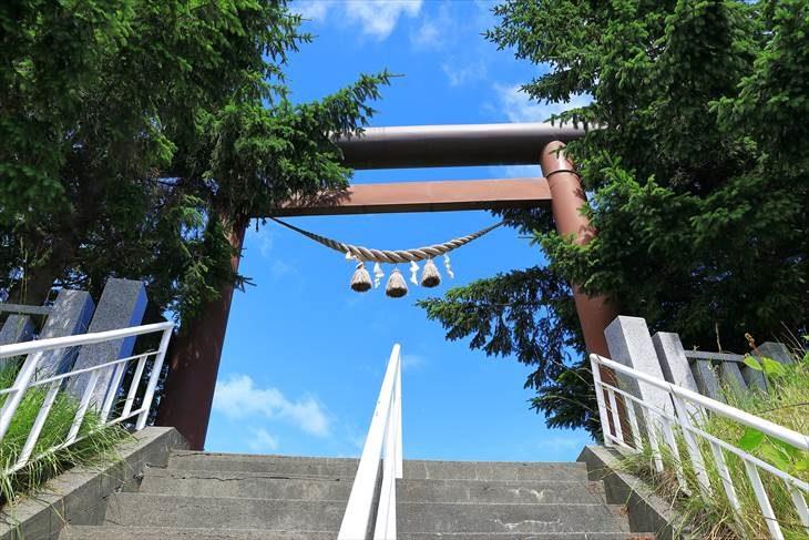 上手稲神社 階段と鳥居