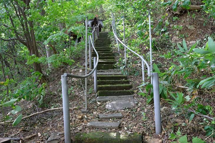 上山鼻神社の参道