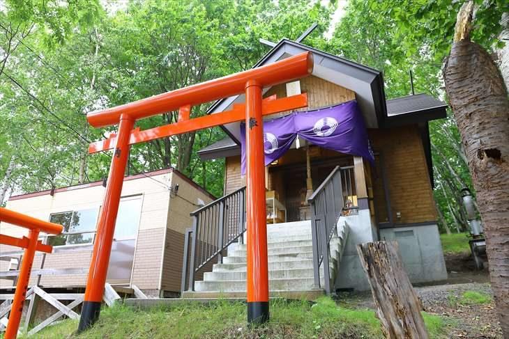 清田稲荷神社 社殿