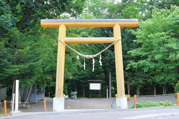 円山西町神社の鳥居