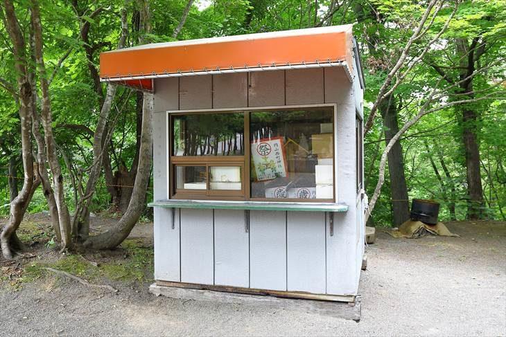 円山西町神社の小屋
