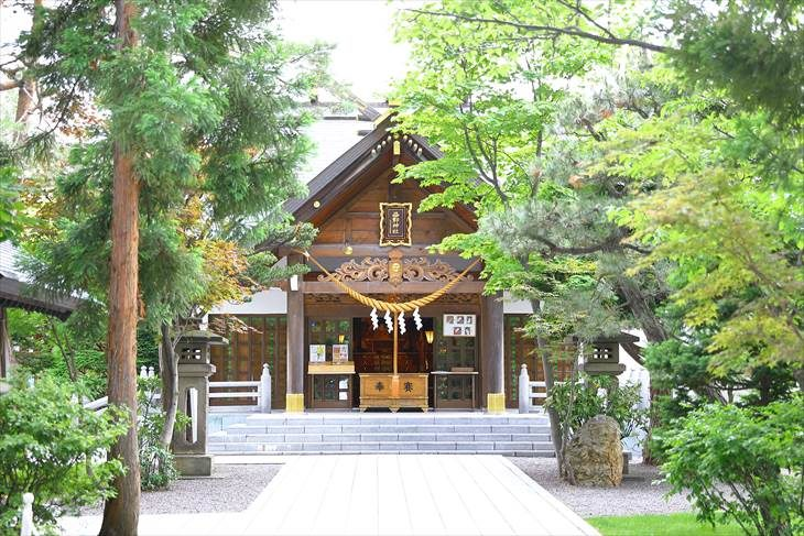 西野神社 参道と社殿