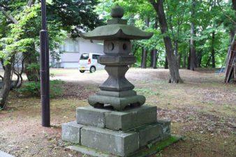 大谷地神社 石灯籠 右