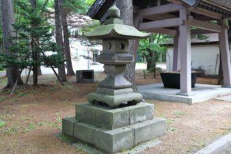 大谷地神社 石灯籠 左