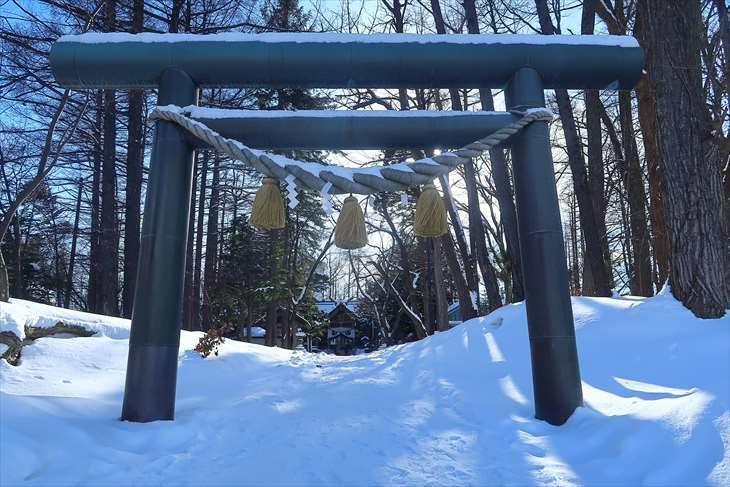 大谷地神社 鳥居と境内 冬の景色
