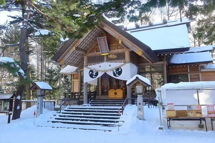 大谷地神社 拝殿 冬