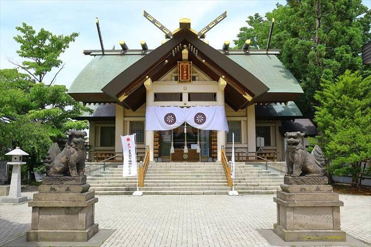 烈々布神社 社殿と狛犬様