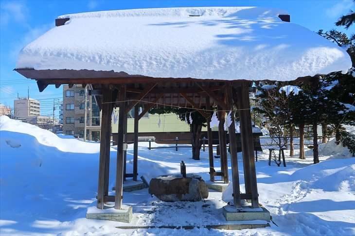 札幌村神社 手水舎(冬)