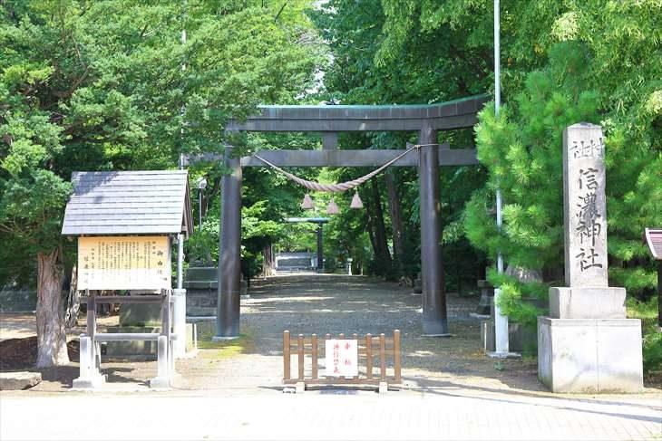 信濃神社 入口の第一鳥居