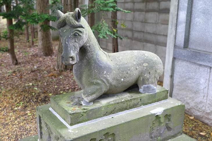 篠路神社 馬の石像