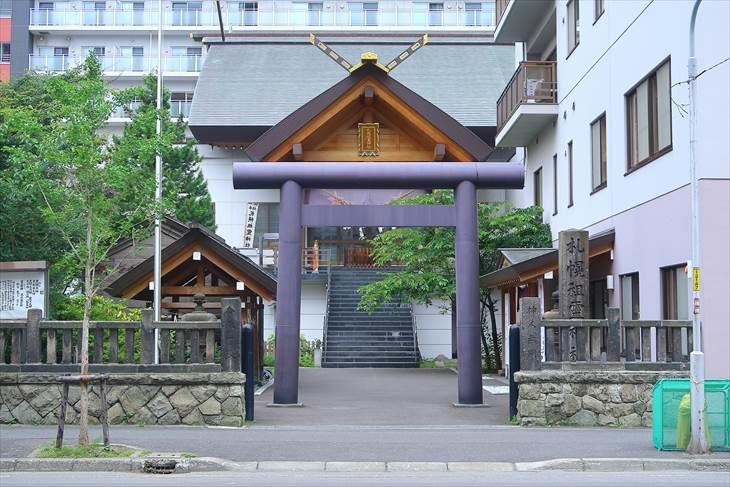 札幌祖霊神社 鳥居と全景